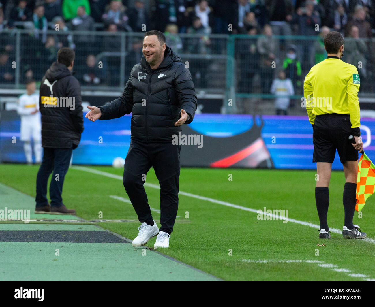 sports, football, Bundesliga, 2018/2019, Borussia Moenchengladbach vs Hertha BSC Berlin 0-3, Stadium Borussia Park, head coach Pal Dardai (Hertha), DFL REGULATIONS PROHIBIT ANY USE OF PHOTOGRAPHS AS IMAGE SEQUENCES AND/OR QUASI-VIDEO - Stock Image