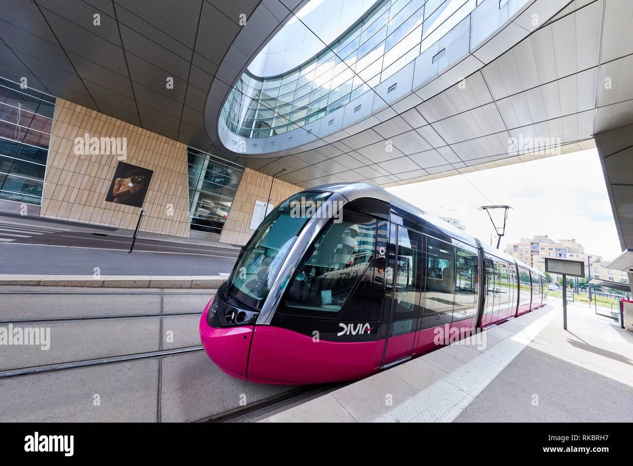 Urban tram, Auditorium, Boulevard de Champagne, Dijon, Côte d´Or, Burgundy Region, Bourgogne, France, Europe - Stock Image