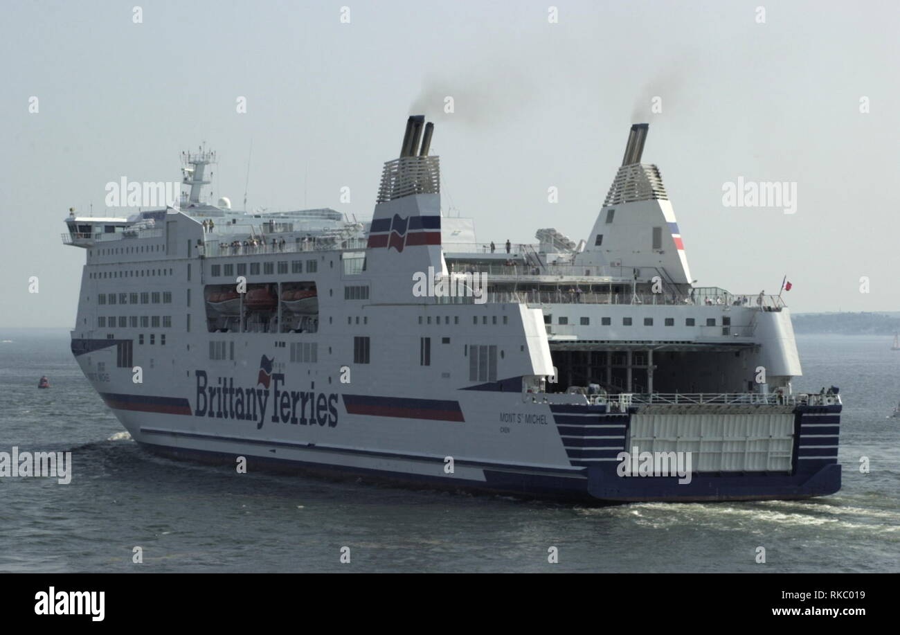 AJAXNETPHOTO. MAY, 2004. PORTSMOUTH, ENGLAND. - BRITTANY FERRIES CROSS CHANNEL CAR AND PASSENGER FERRY MONT ST.MICHEL OUTWARD BOUND. PHOTO:JONATHAN EASTLAND/AJAX REF:D41705_258 - Stock Image
