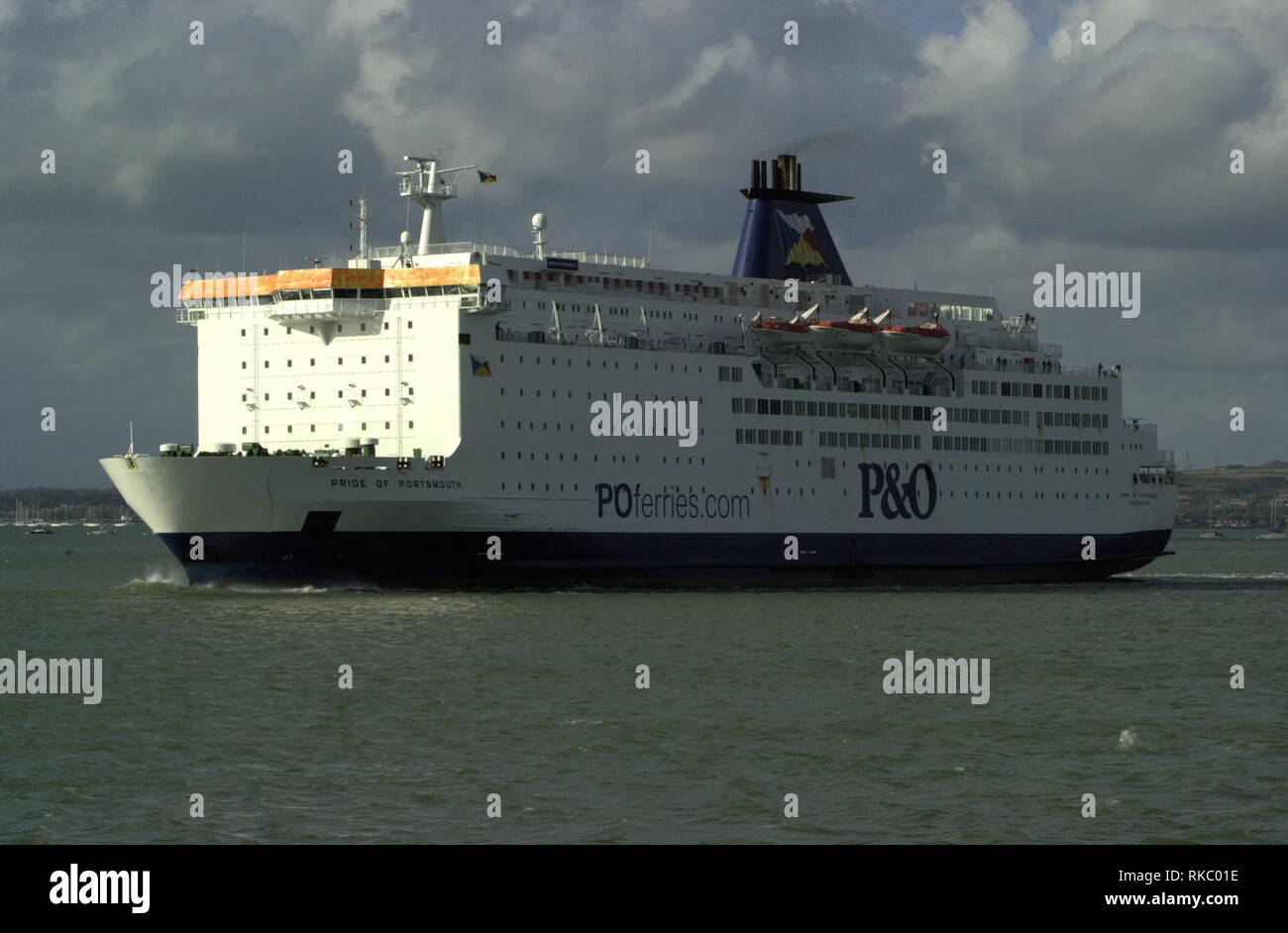 AJAXNETPHOTO. OCTOBER, 2004. PORTSMOUTH, ENGLAND. - OUTWARD BOUND - P&O FERRIES PRIDE OF PORTSMOUTH LEAVING HARBOUR.  PHOTO:JONATHAN EASTLAND/AJAX REF:D40510_1024 - Stock Image