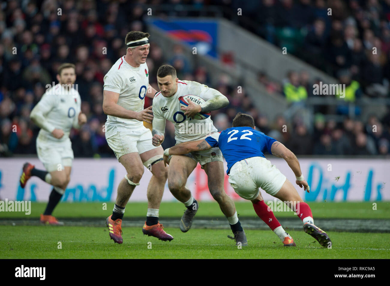Twickenham, United Kingdom. 7th February, Jonny MAY, breaking through Ramain NTAMACK's tackle, during the England vs France, 2019 Guinness Six Nations Rugby Match   played at  the  RFU Stadium, Twickenham, England,  © PeterSPURRIER: Intersport Images Credit: Peter SPURRIER/Alamy Live News Stock Photo