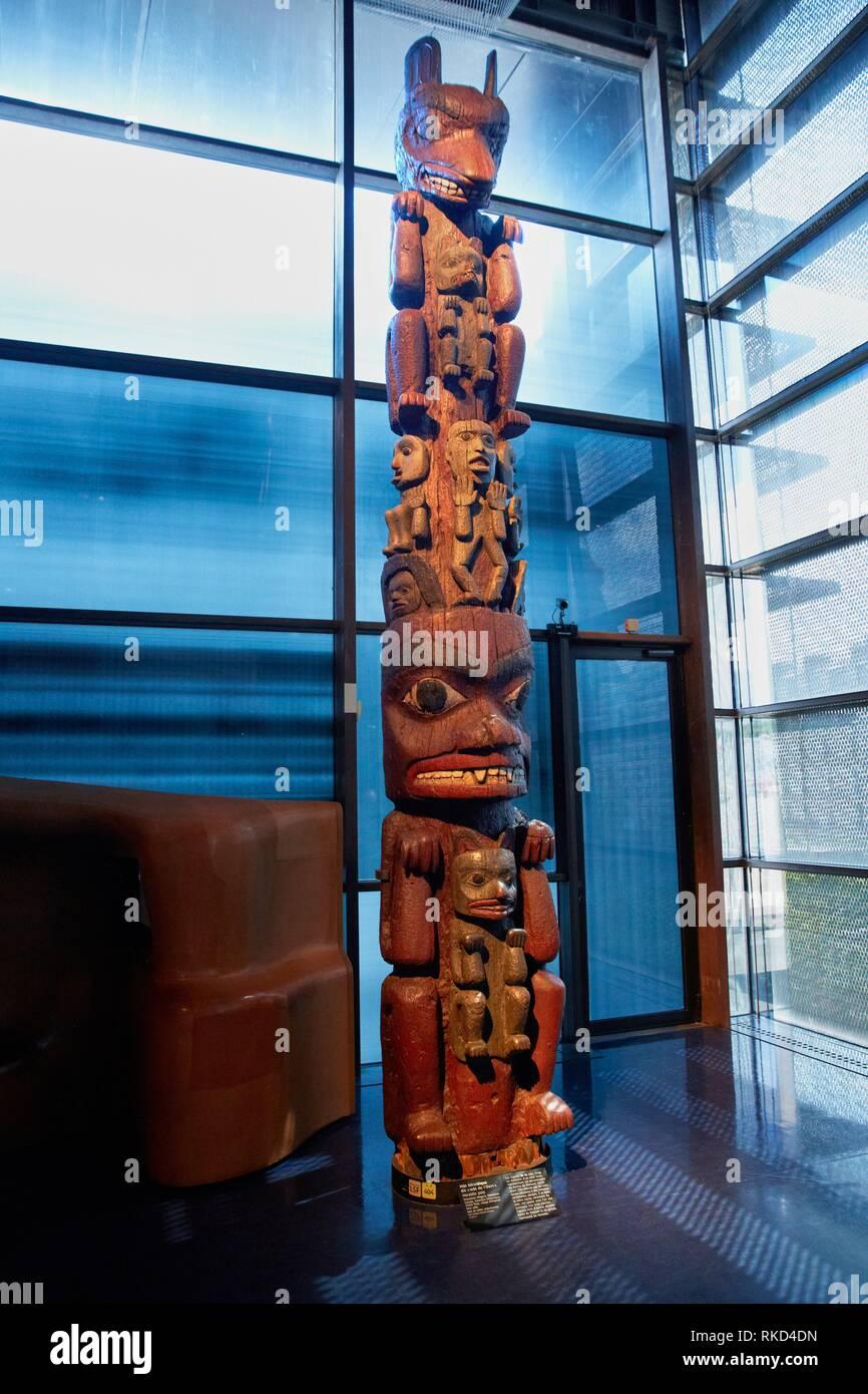 Heraldic pole. Population Nisga'a, Tsimshian. Canada. S.XIX. Musée du Quai Branly museum, specialised for primitive or tribal arts, architect Jean - Stock Image
