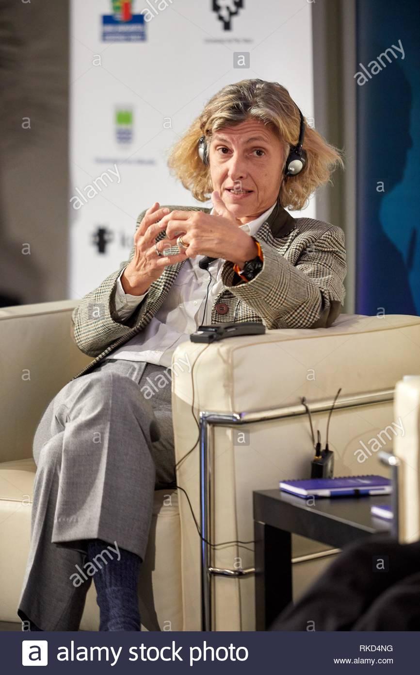Mairi Sakellariadou (researcher of gravitational waves), X edition of 'Top @ DIPC-Zientziarekin Solasean', organized by the Donostia International - Stock Image