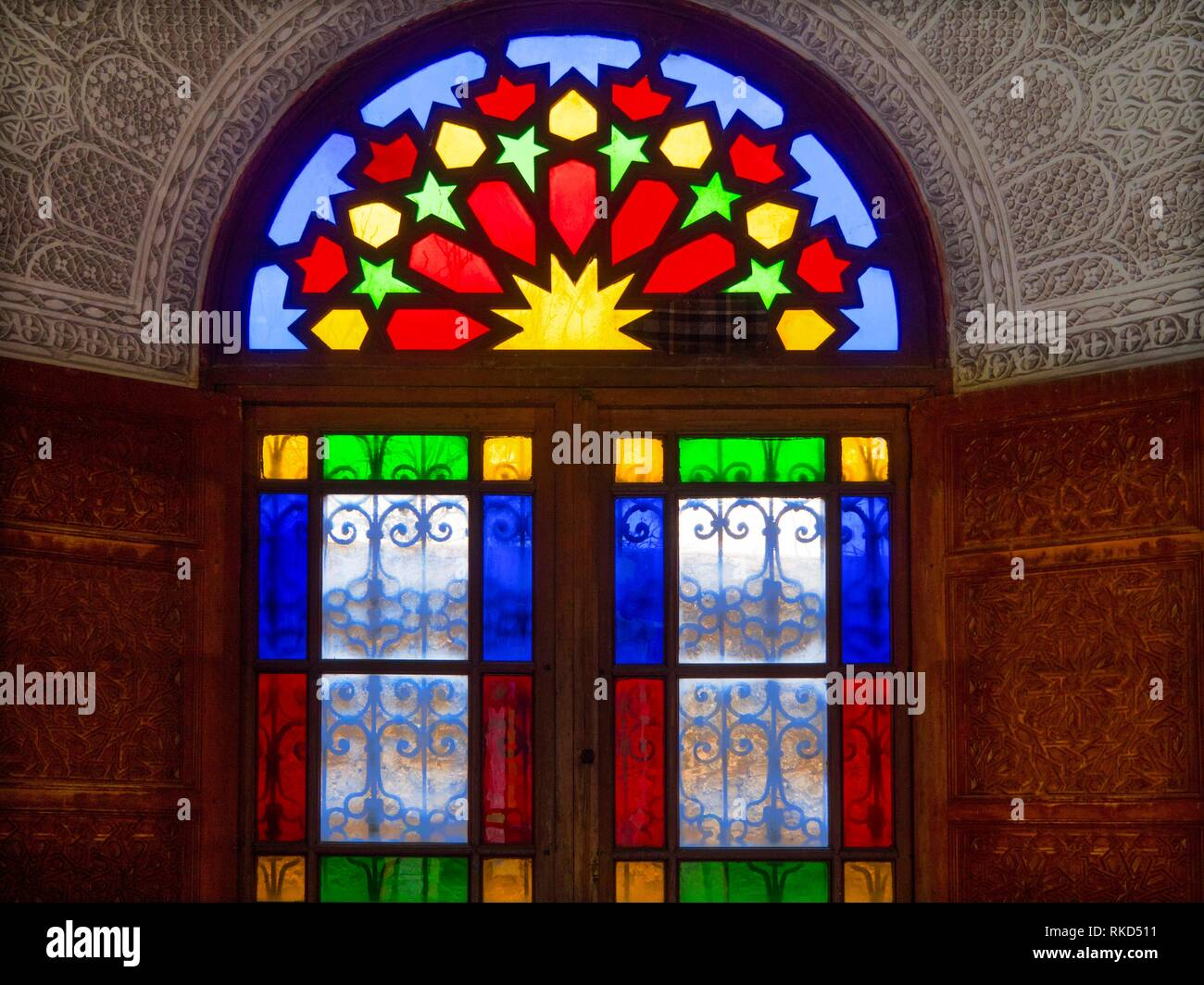 Morocco, Fes, Hand painted ceddar door, Stucco work and ''Iraq'' window glasses at the Glaoui Palace, in the ''Medina'' (old part) of Fes. - Stock Image