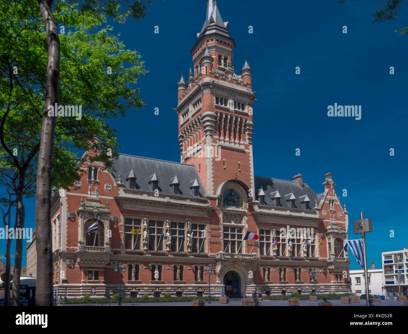 France, Hauts de France- Nord- Dunkirk: the Town Hall with it´s Befry. Dunkirk ( French: Dunkerque, ; Dutch: Duinkerke), pronounced is a commune in Stock Photo
