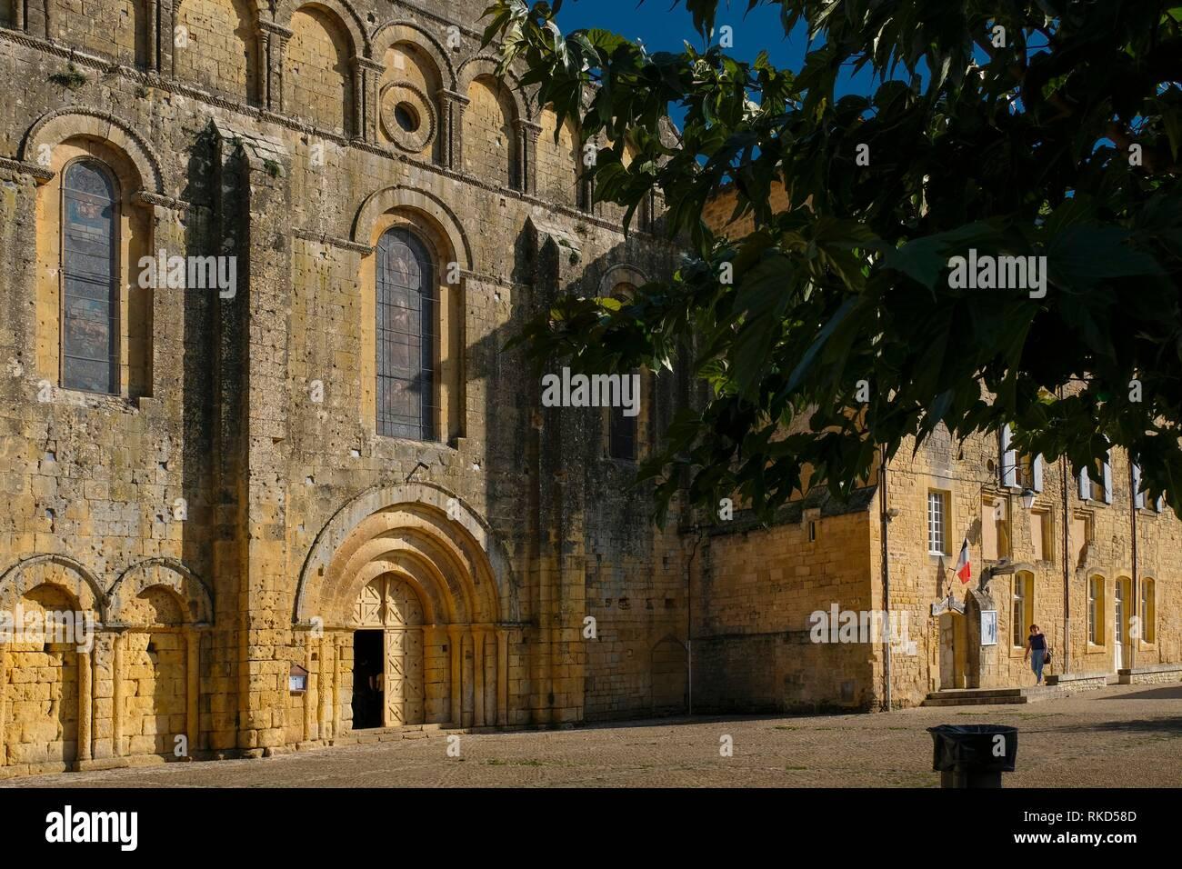 France, Nouvelle Aquitaine, Dordogne, Cadouin church and Abbey, 12th-14th centuries Pilgrimage way to Santiago de Compostela. - Stock Image