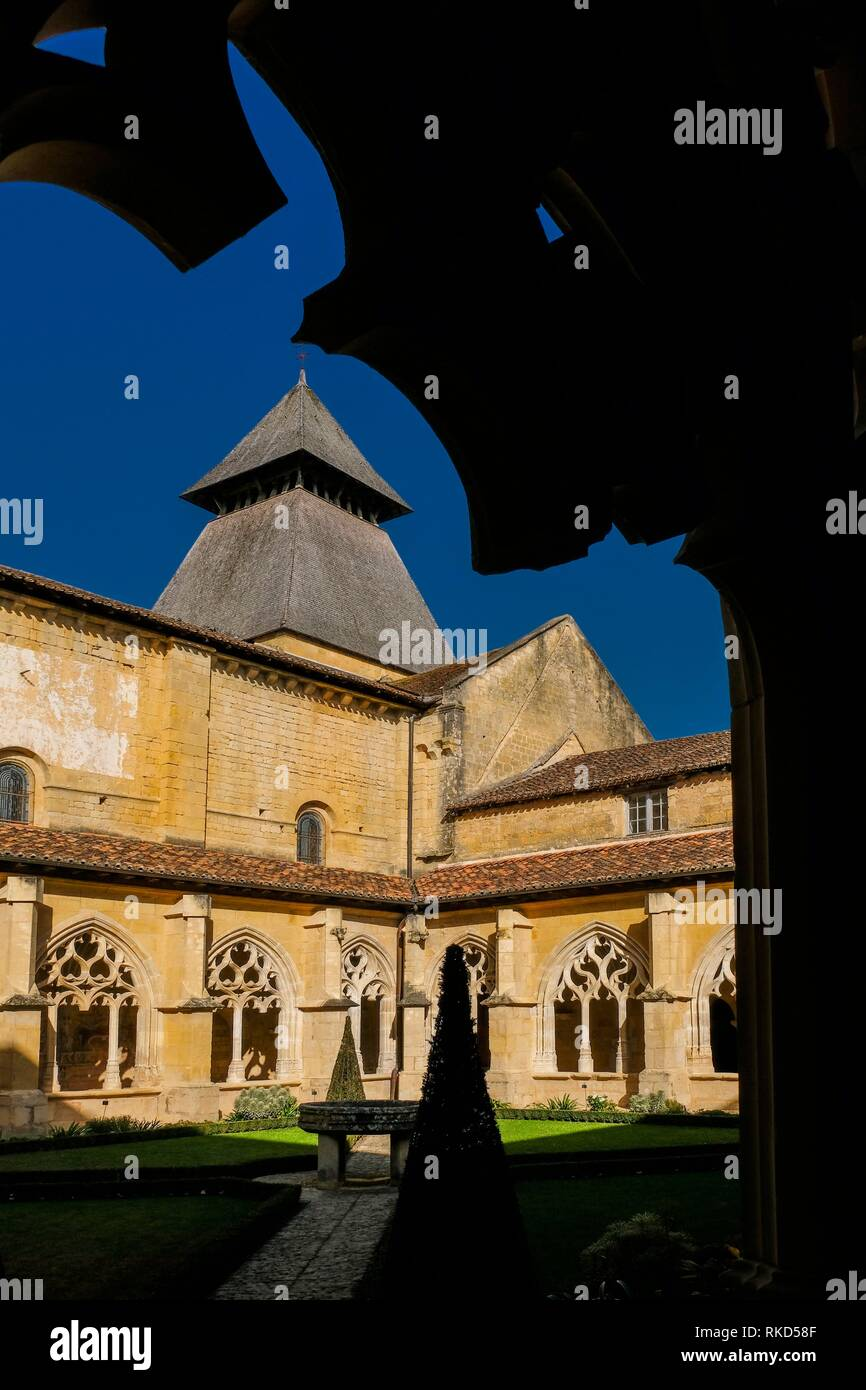 France, Nouvelle Aquitaine, Dordogne, Abbey of cadouin, 12th-15th centuries. Pilgrimage way to Santiago de Compostela. - Stock Image