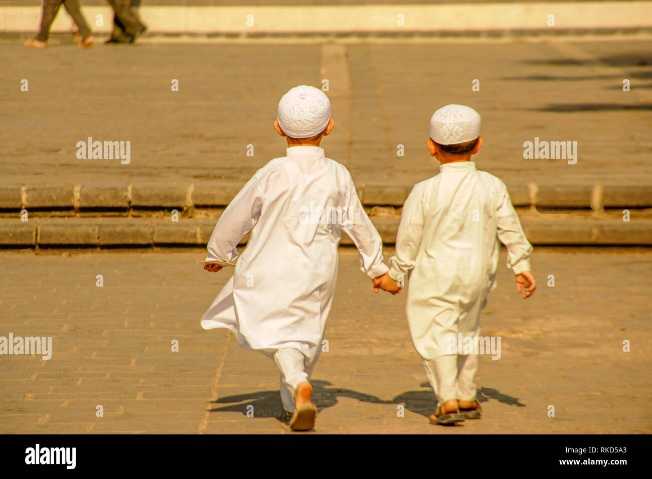 Syria, Homs, young kids going to Khaled Al-Walid mosque. - Stock Image