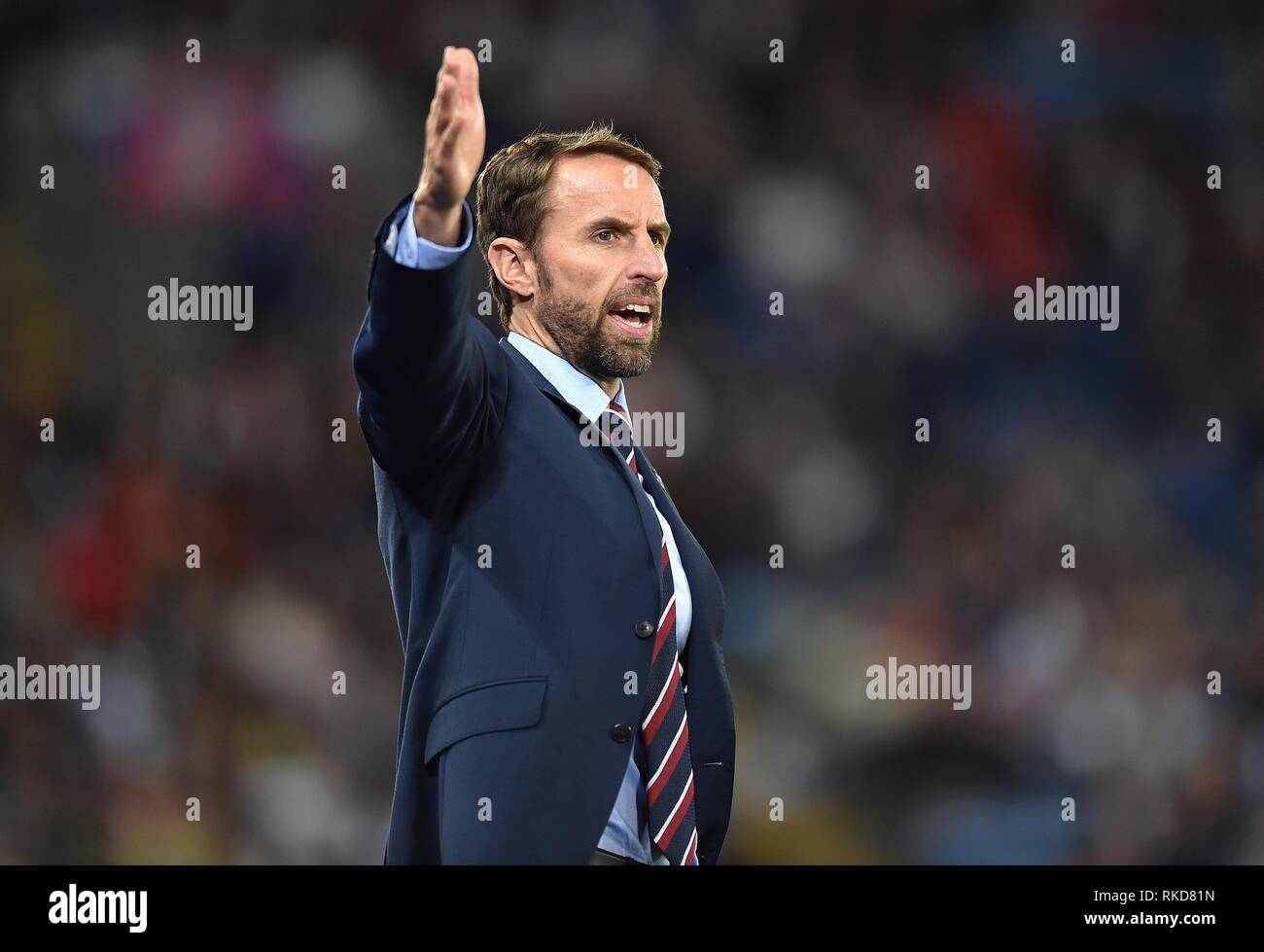 ENGLAND MANAGER GARETH SOUTHGATE ISSUES INSTRUCTIONS  ENGLAND V SWITZERLAND INTERNATIONAL FRIENDLY  ENGLAND V SWITZERLAND INTERNATIONAL FRIENDLY  LEICESTER, LEICESTER, ENGLAND  11 September 2018  GBC11850        WARNING! This Photograph May Only Be Used For Newspaper And/Or Magazine Editorial Purposes. May Not Be Used For Publications Involving 1 player, 1 Club Or 1 Competition  Without Written Authorisation From Football DataCo Ltd.  For Any Queries, Please Contact Football DataCo Ltd on +44 (0) 207 864 9121 Stock Photo