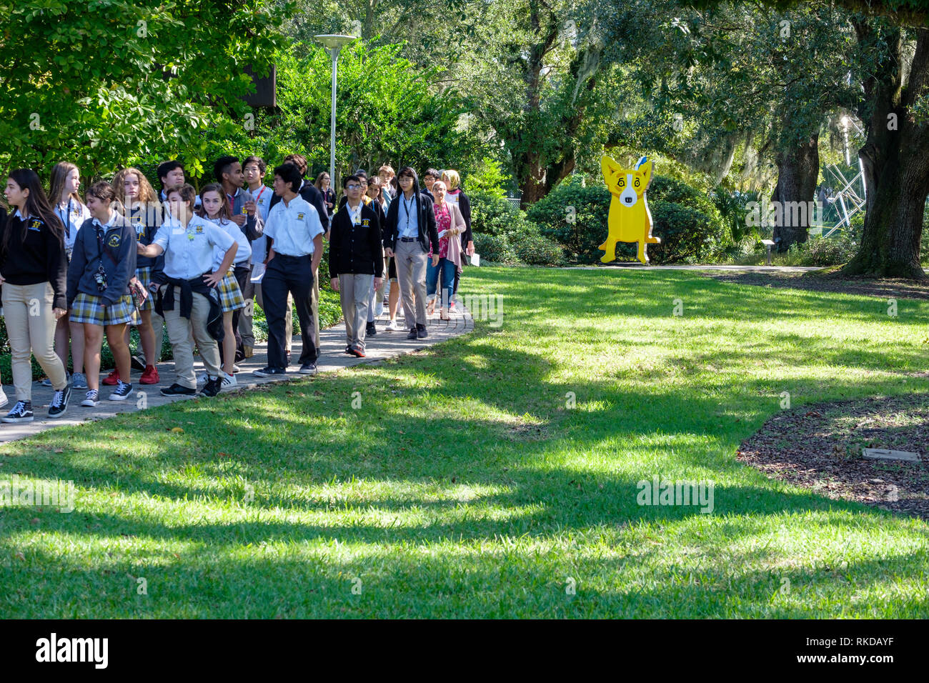 Kids, students on school trip to New Orleans Sculpture Garden, George Rodrigue We Stand Together sculpture, New Orleans, Louisiana, USA - Stock Image