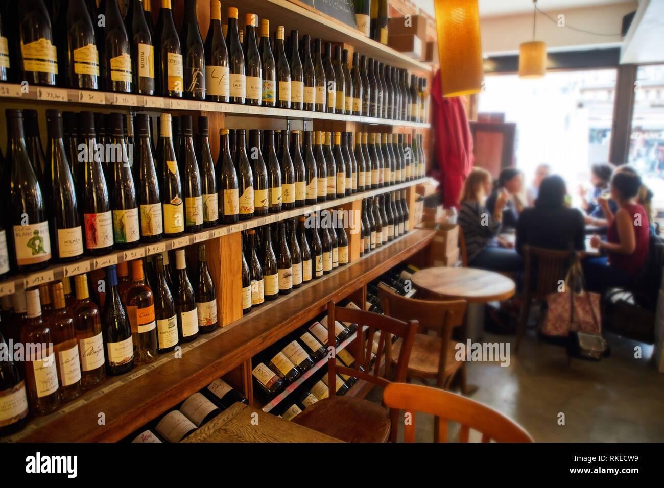 Aux crieurs de vin, wine bar, restaurant, Troyes, Champagne-Ardenne Region, Aube Department, France, Europe - Stock Image