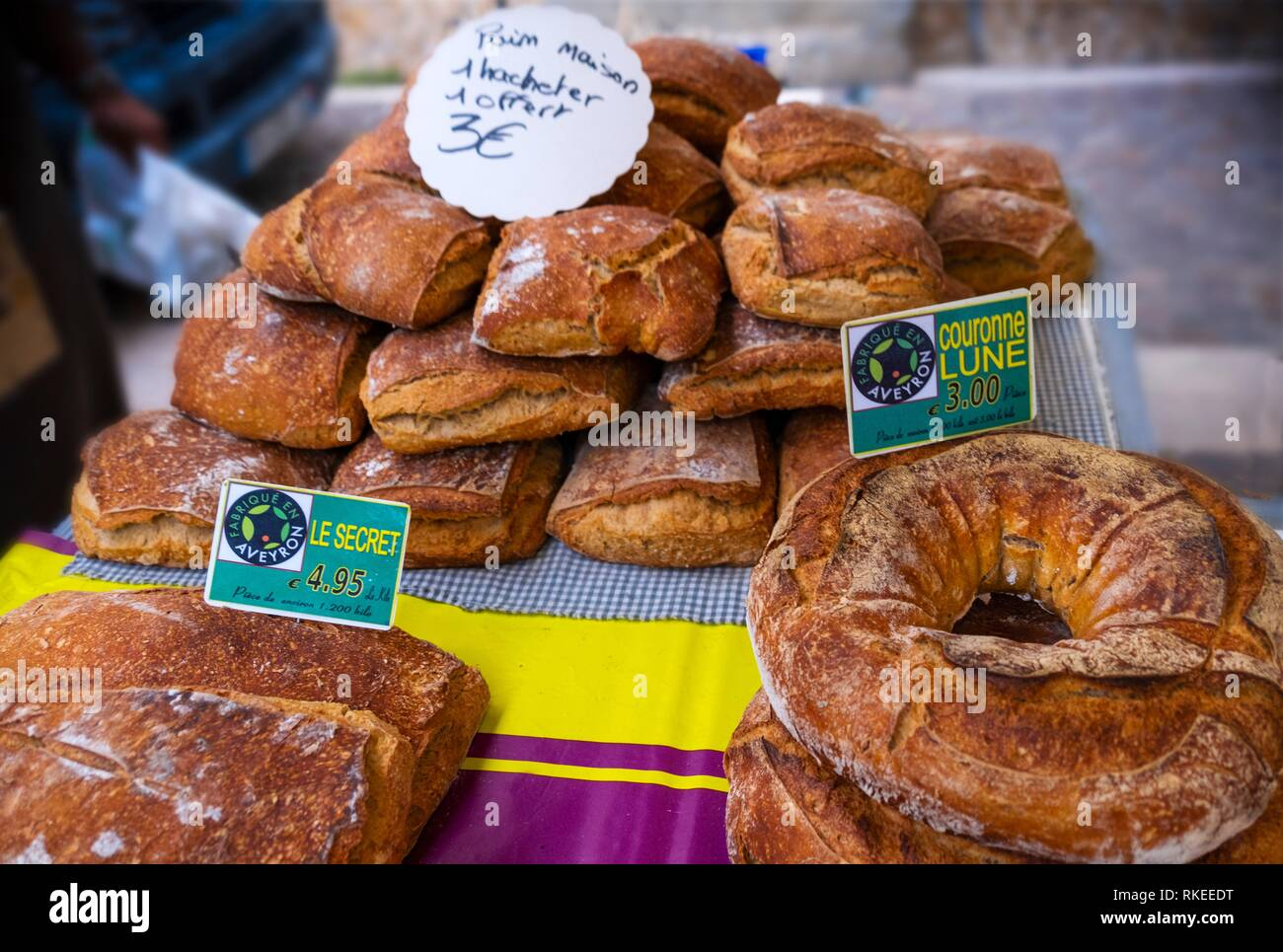 France, Auvergne, Cantal, on the thursday weekly market at Maur. - Stock Image