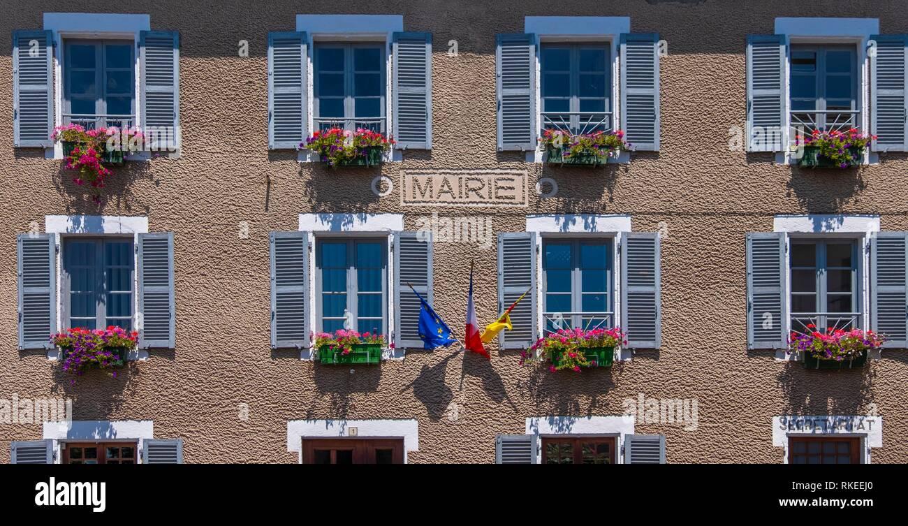France, Auvergne, Puy de Dôme, ''Mairie'' (townhall) at Saint Nectaire. - Stock Image