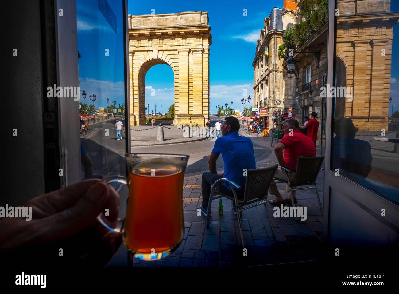 France, Nouvelle Aquitaine, Gironde, having tea at the turkish café ''Le Coin du Sultan'', by ''Porte de Bourgogne'' gate at Bordeaux. - Stock Image