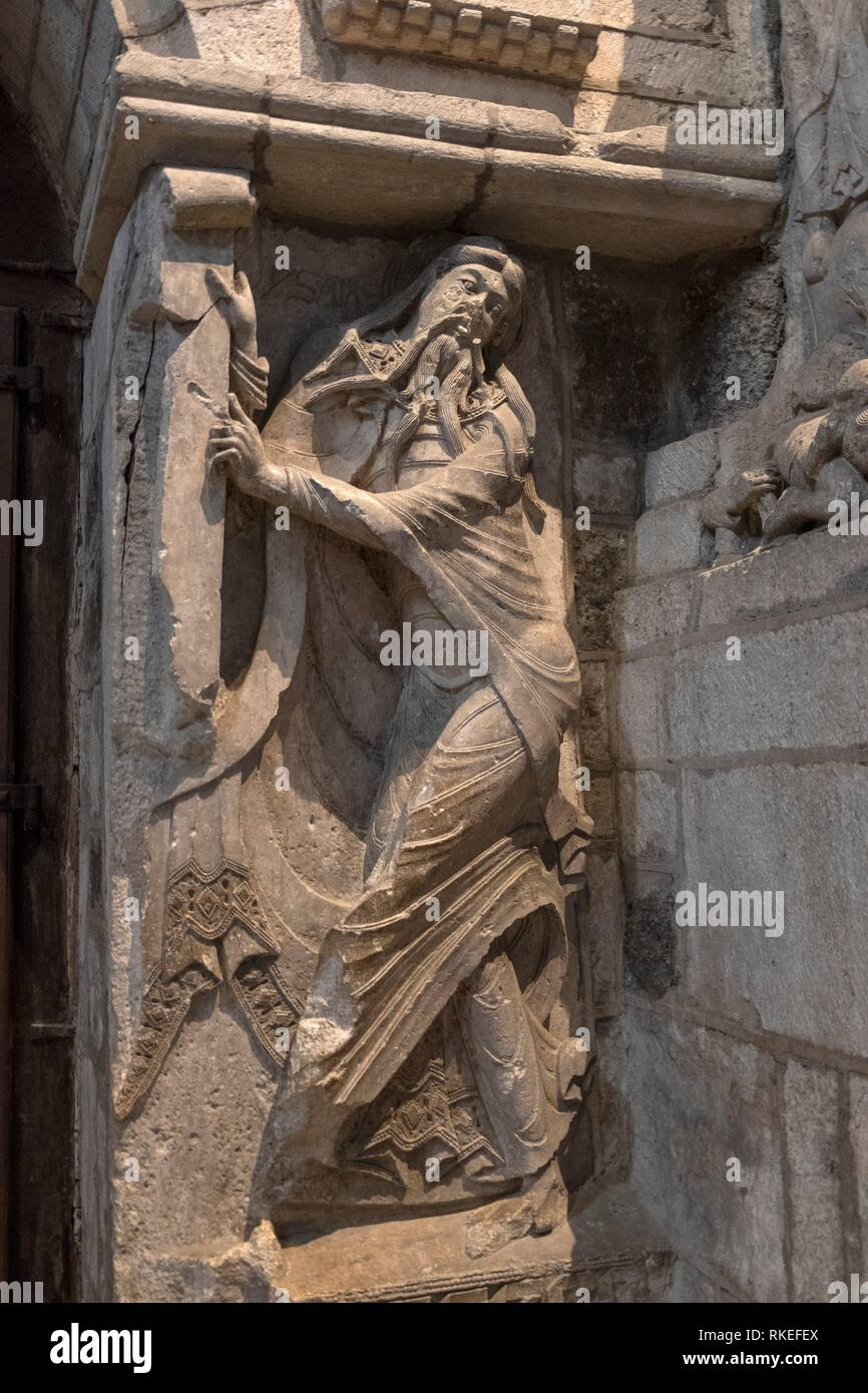 France, Occitanie, Lot, St. Mary Abbey at Souillac: Isiah dancing , on the ''tympanum'' (1130) 0f the church. - Stock Image