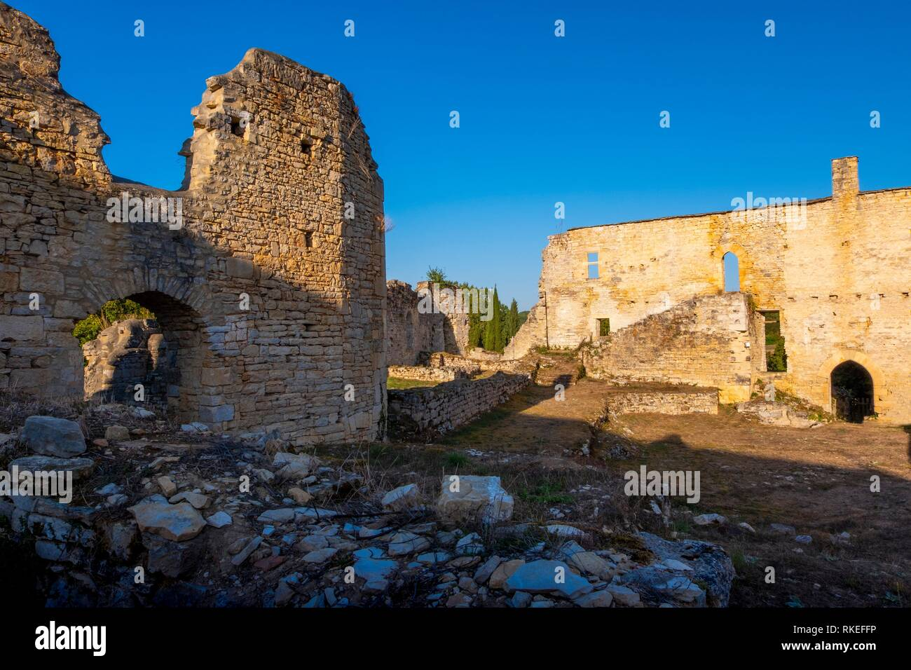 France, Occitanie, Lot, ruins of the ''Nouvelle Abbaye'', 15th Century, by Salviac. Pilgrimage way to Santiago de Compostela. - Stock Image