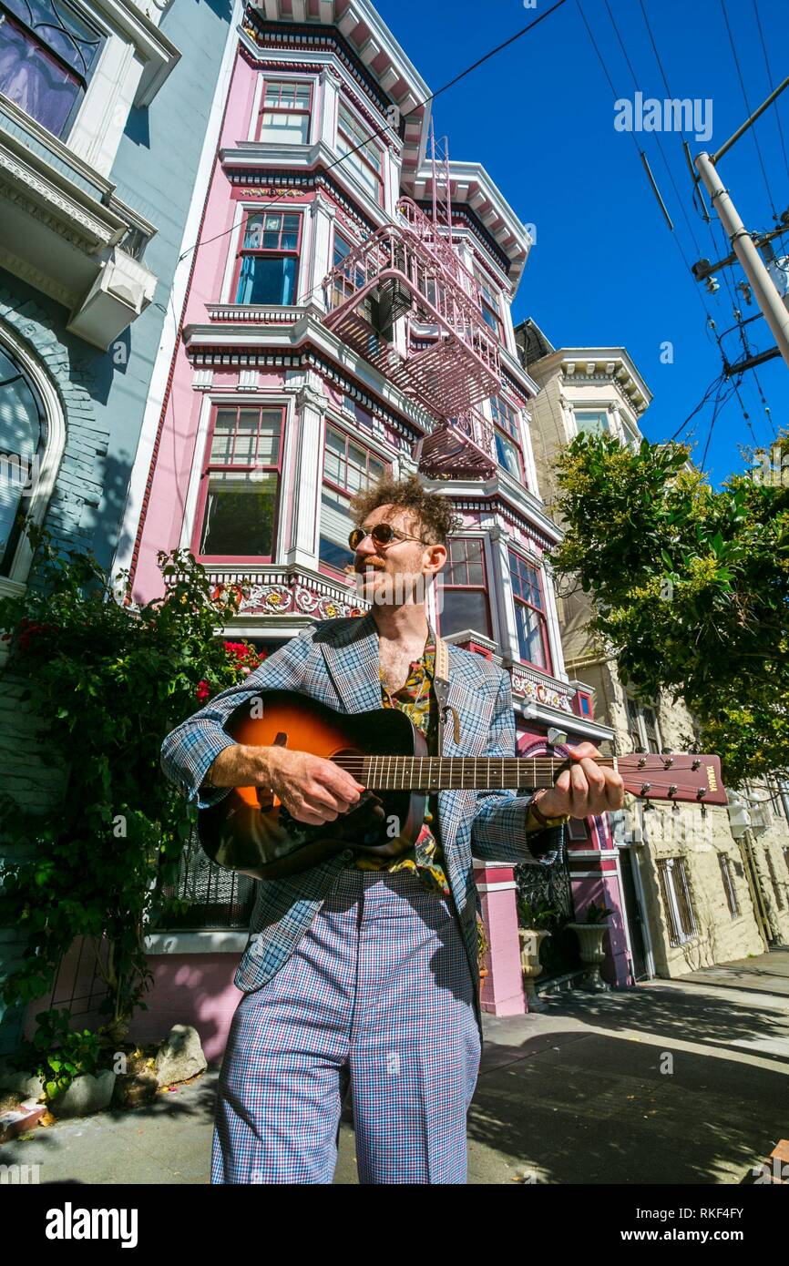 Wes Leslie musician at house where Janis Joplin lived, Haight-Ashbury district. The neighborhood is known for being the origin of hippie counter - Stock Image