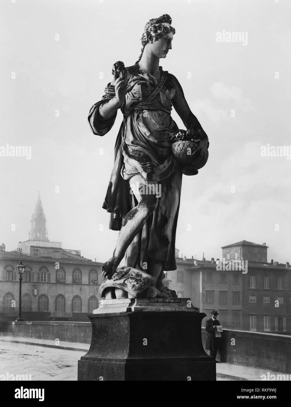 tuscany, florence, spring statue by pietro francavilla on the holy trinity bridge, 1900-10 - Stock Image