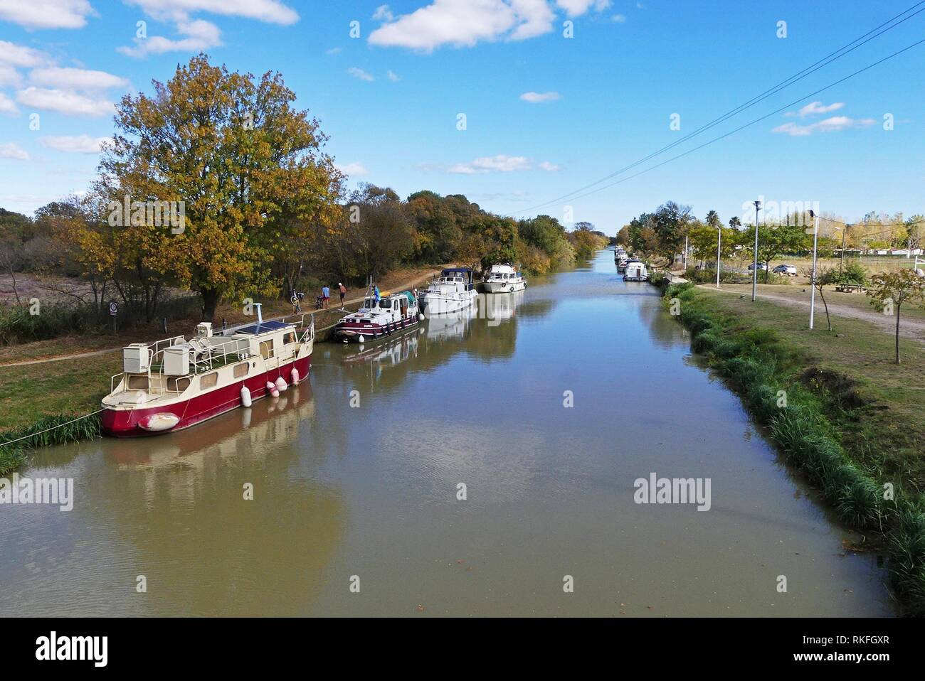 Boats anchored along the Canal du Midi at Capestang, France - Stock Image