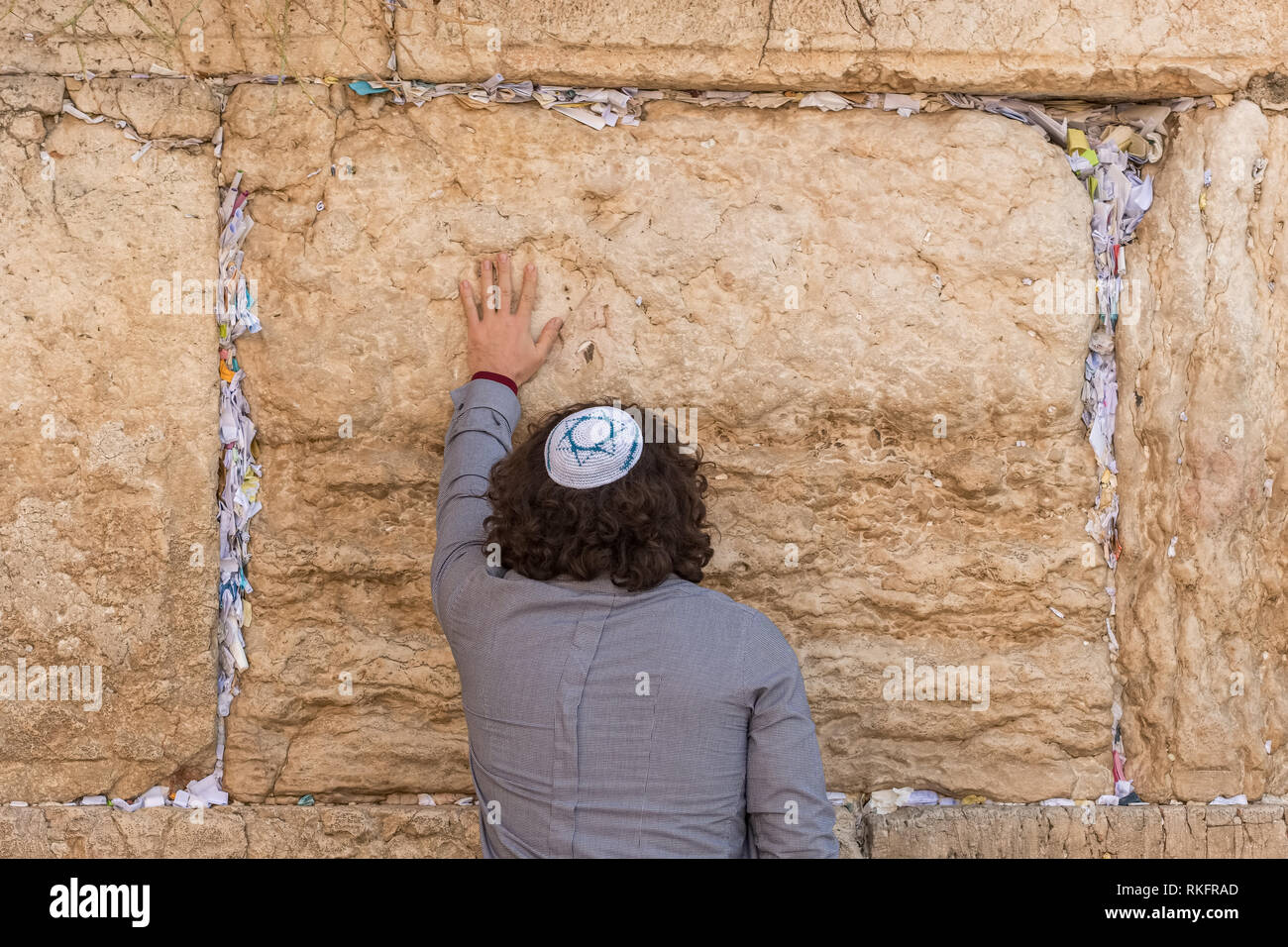 Jerusalem, Israel - November 25, 2018: Religious jew praying at the Western wall in Jerusalem - Stock Image