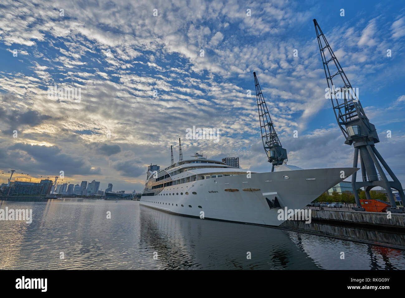 hotel boat excel victoria dock london Stock Photo