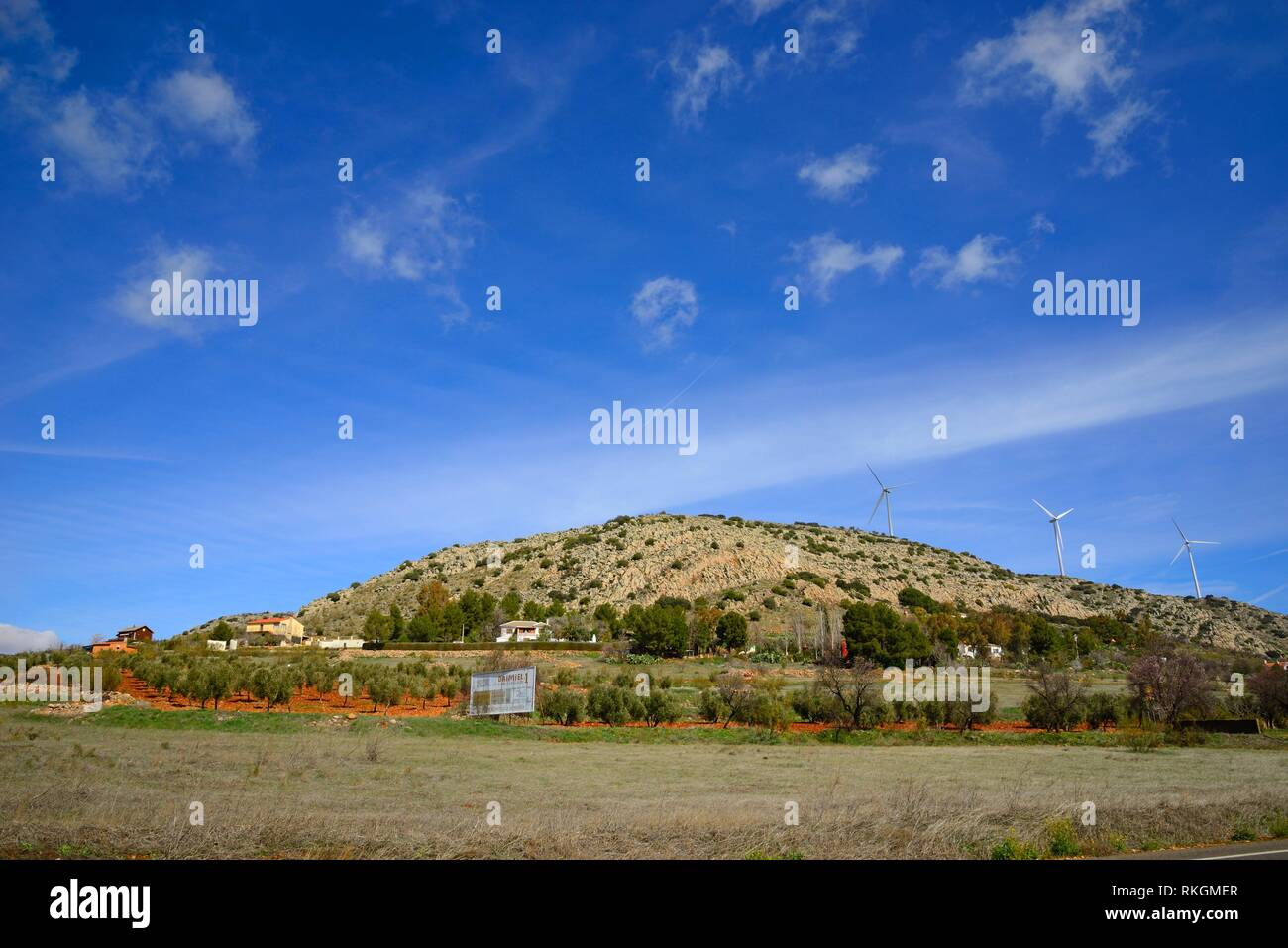 Country houses near a wind park in Moral de Calatrava. - Stock Image