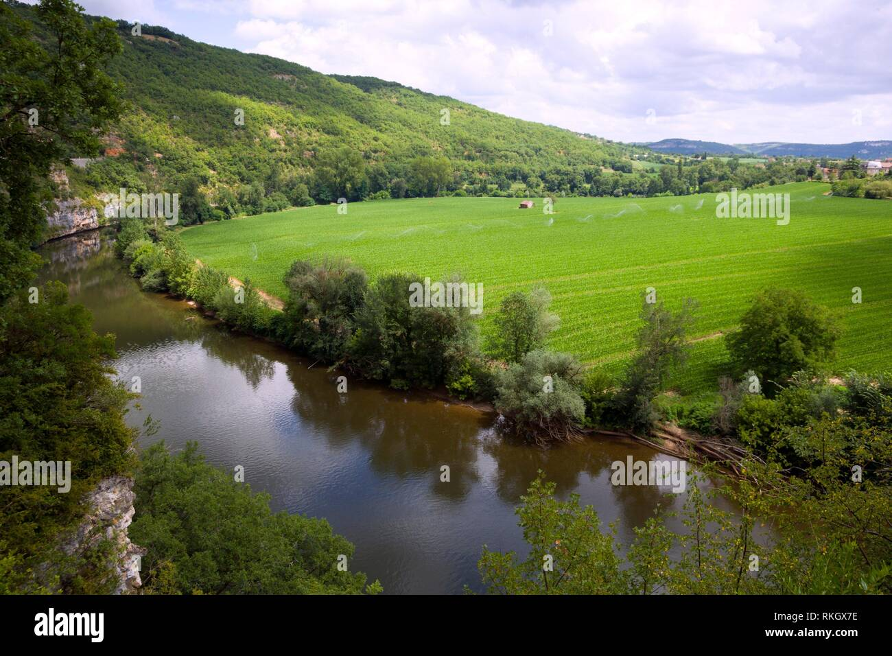 Europe, France, Quercy, Lot, The scenic Lot Valley and river near Cajarc. - Stock Image