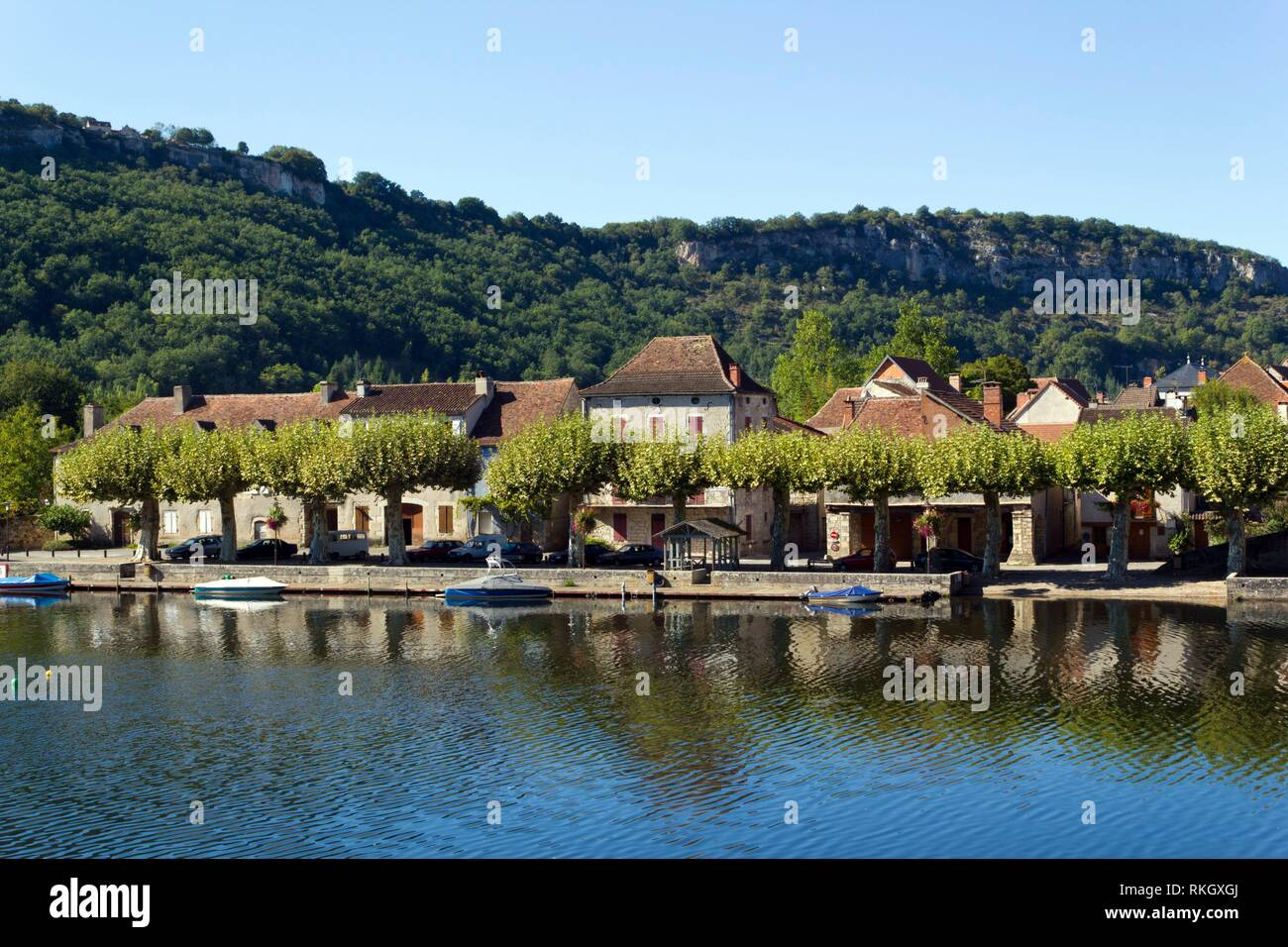 The River Lot at Cajarc in the Lot Valley, Lot, Quercy, France, Europe. - Stock Image