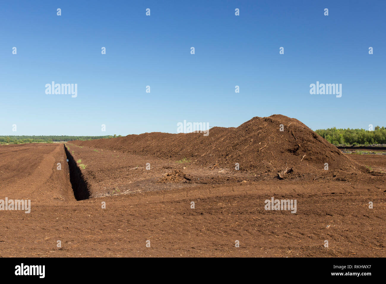 Peat extraction at Totes Moor / Tote Moor, raised bog near Neustadt am Rübenberge, district of Hannover, Lower Saxony / Niedersachsen, Germany - Stock Image