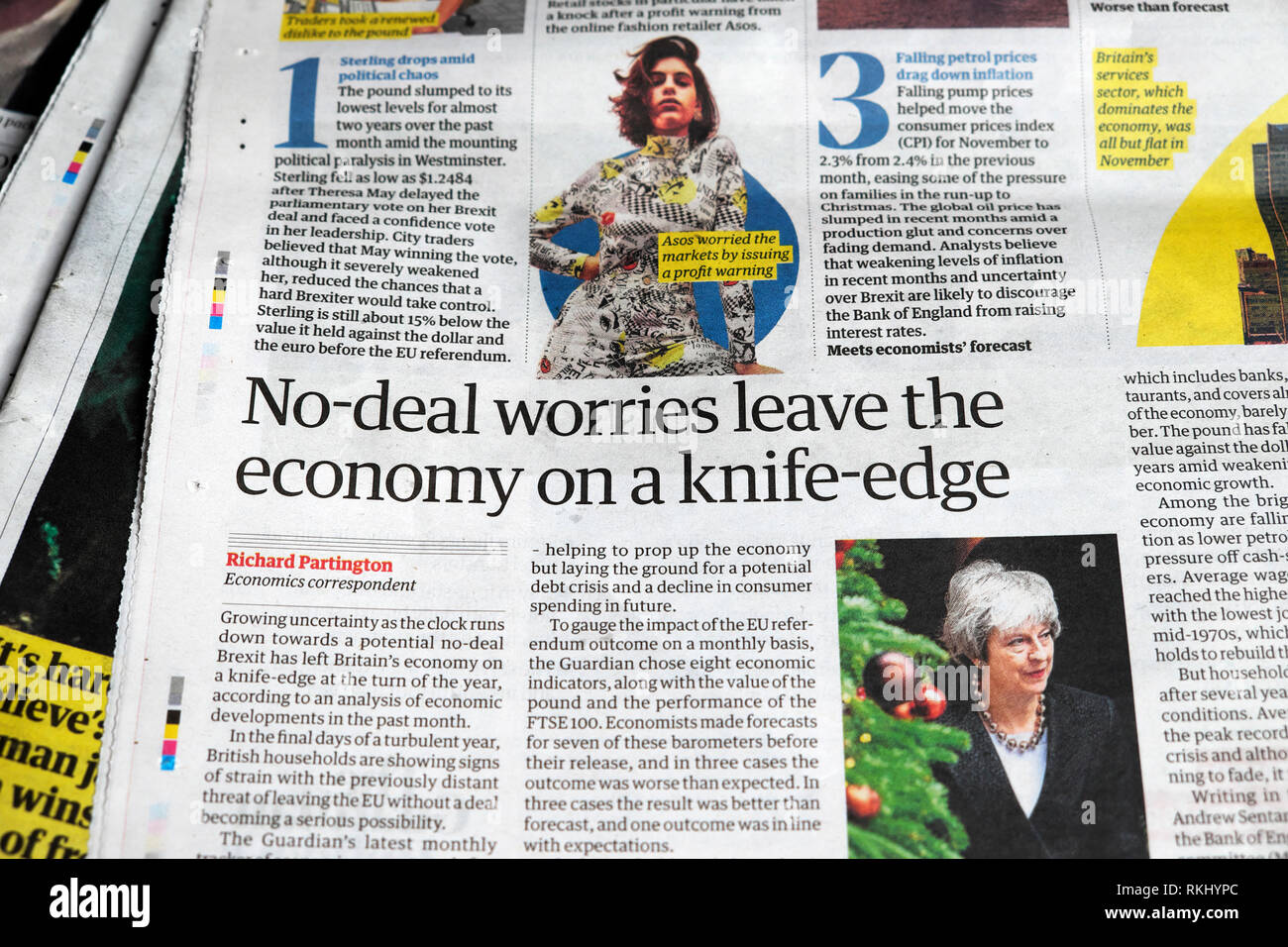 'No-deal worries leave the economy on a knife-edge'  Guardian newspaper article 2018 London Englanbd UK - Stock Image