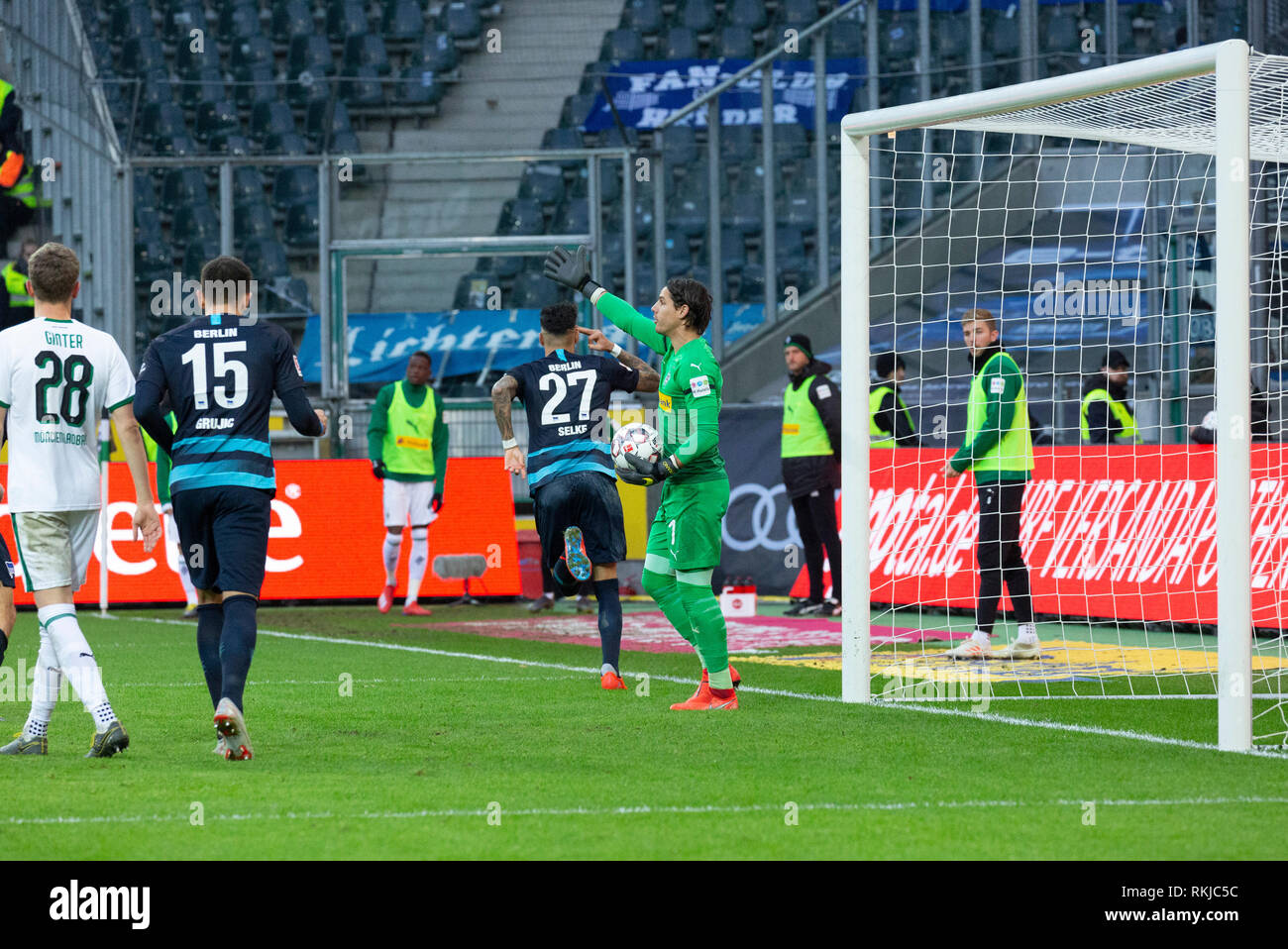 Sport, Fussball, Bundesliga, 2018/2019, Borussia Moenchengladbach vs Hertha BSC Berlin 0-3, Stadion Borussia-Park, Tor zum 0-3, v.l.n.r. Matthias Ginter (MG), Marko Grujic (Hertha), Torschuetze Davie Selke (Hertha), Torwart Yann Sommer (MG), DFL REGULATIONS PROHIBIT ANY USE OF PHOTOGRAPHS AS IMAGE SEQUENCES AND/OR QUASI-VIDEO, sports, football, Bundesliga, 2018/2019, Borussia Moenchengladbach vs Hertha BSC Berlin 0-3, Stadium Borussia Park, 0-3 goal, f.l.t.r. Matthias Ginter (MG), Marko Grujic (Hertha), goal scorer Davie Selke (Hertha), keeper Yann Sommer (MG), DFL REGULATIONS PROHIBIT ANY USE - Stock Image