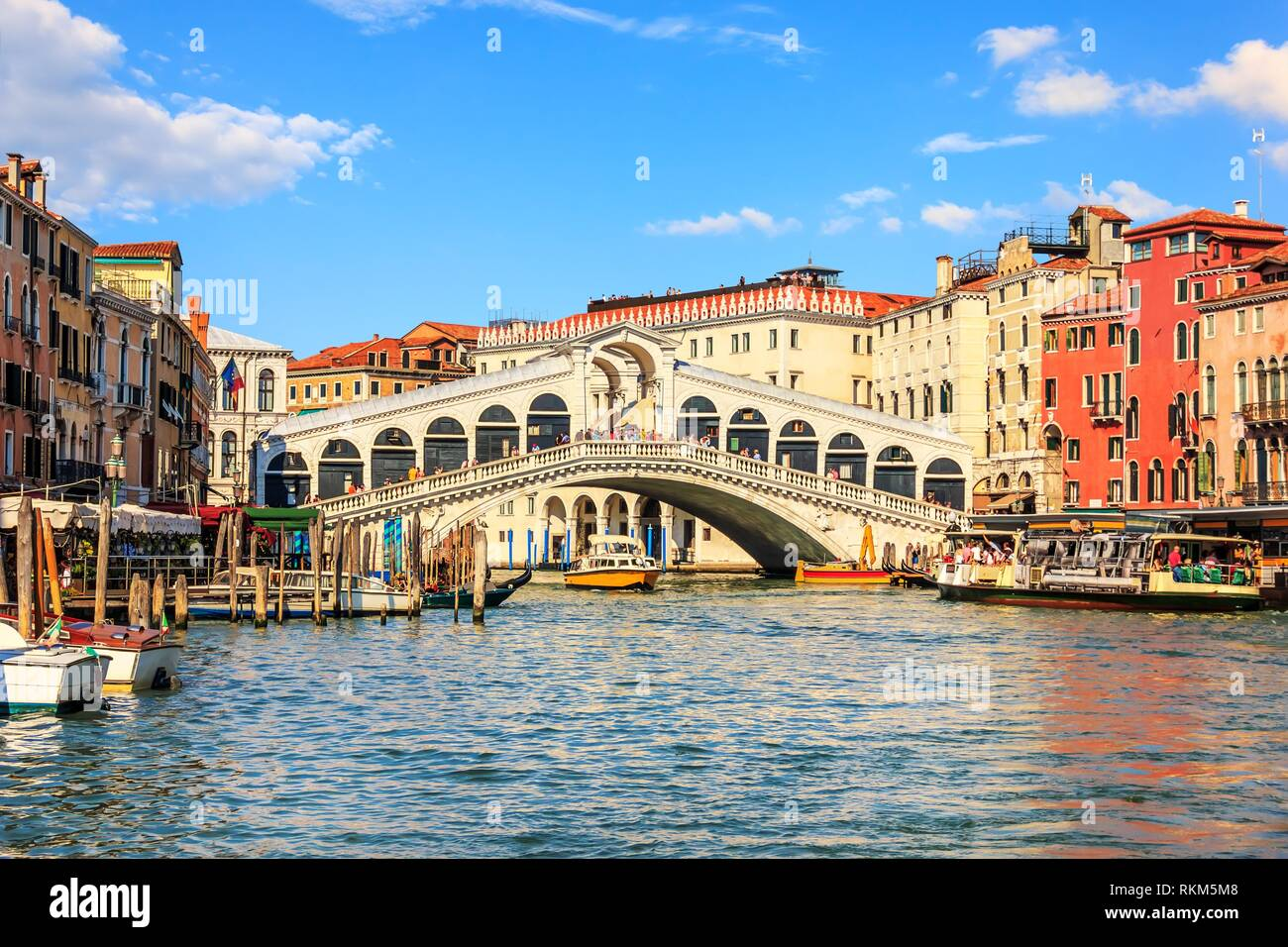 The Rialto Bridge, one of the most visited sights of Venice, Italy. - Stock Image