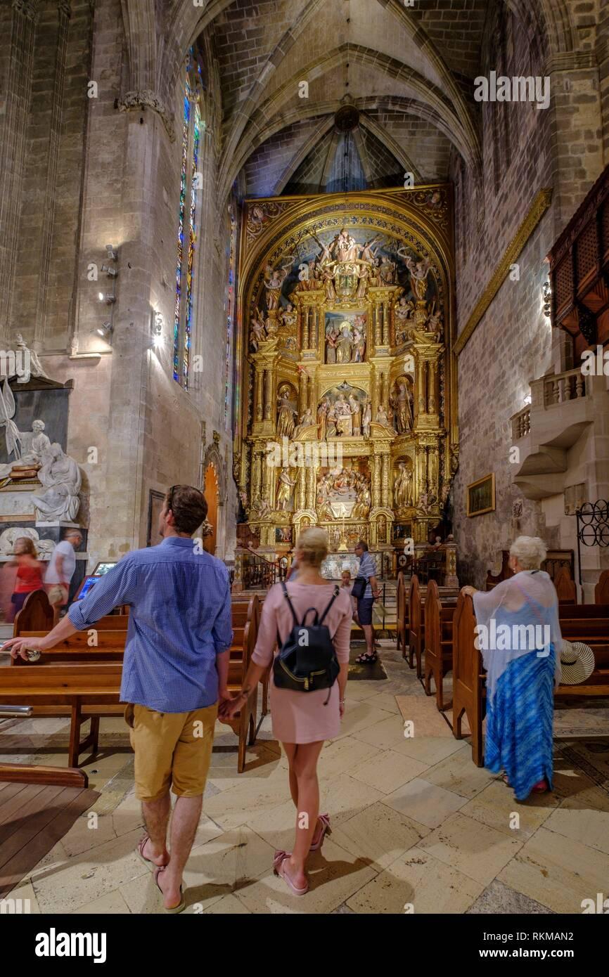 Capilla del Corpus Christi, retablo barroco de madera dorada y policromada, siglo XVII, obra del escultor mallorquín Jaume Blanquer, Catedral de - Stock Image