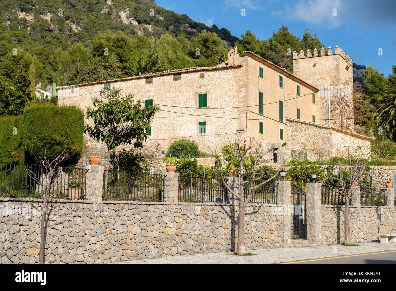 Son Gual, casa fortificada con torre de defensa del siglo XVI, Valldemossa, Mallorca, balearic islands, Spain. - Stock Image