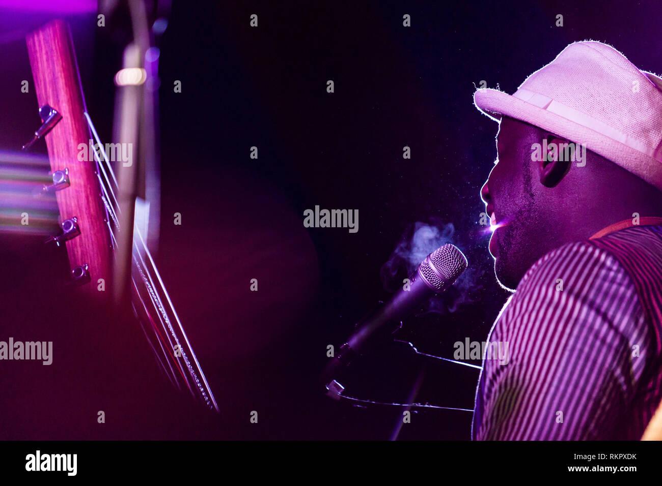 Seckou Keita plays the kora live at Beltane Fire Festival, East Sussex, UK - Stock Image