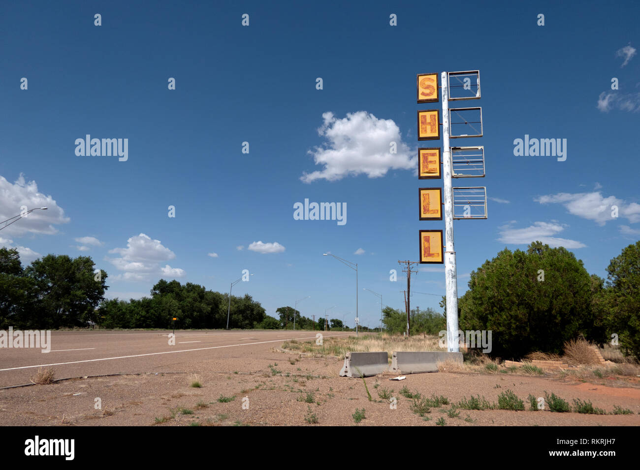 Abandoned Shell Gas Station On A Us Highway In Tucumcari New Mexico United States Of America Along The Iconic Route 66 View Of A Small American To Stock Photo Alamy