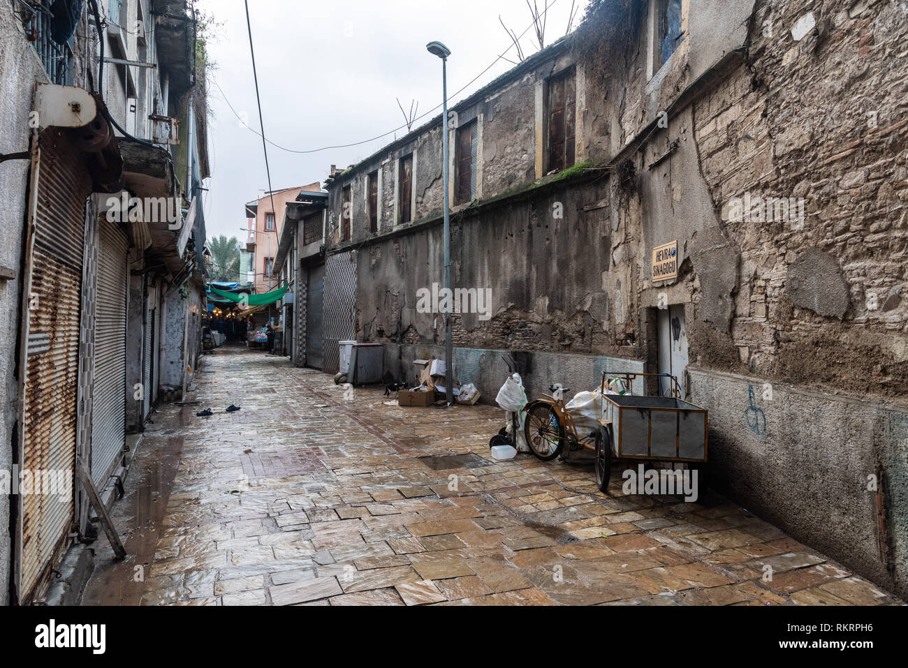 Izmir Turkey January 26 2019 Backstreet Of Kemeralti Market In Izmir With Hevra Synagogue And Commercial Properties Stock Photo Alamy