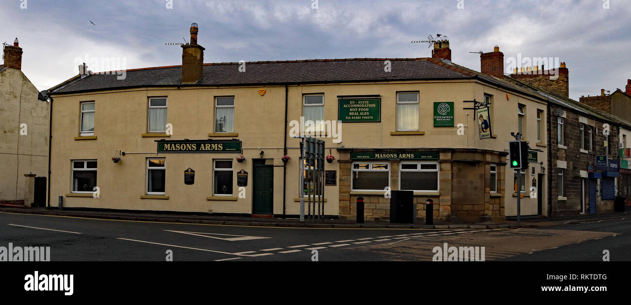 Cw 6571 Masons Arms Amble  Amble is a small town on the north east coast of Northumberland in North East England. It was a former mining and fishing t - Stock Image