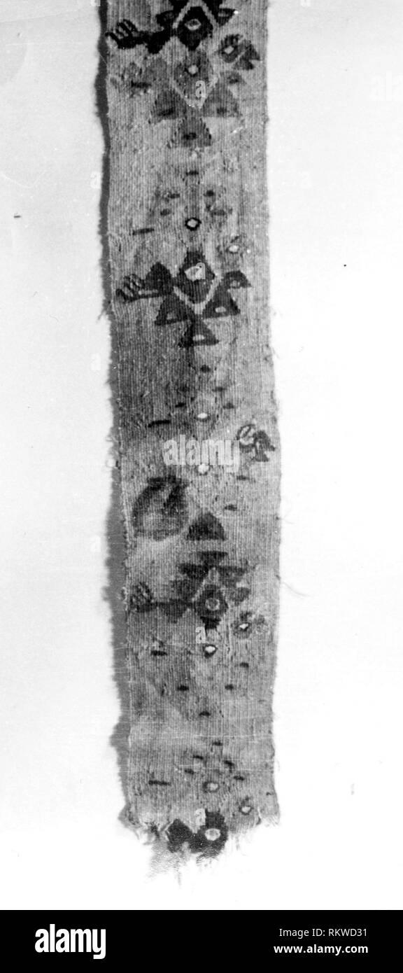 Fragment (Band) - A.D. 1000/1476 - Probably central coast, Peru - Origin: Peru, Date: 1000–1476, Medium: Slit tapestry, Dimensions: 50.8 x 8.9 cm (20 - Stock Image