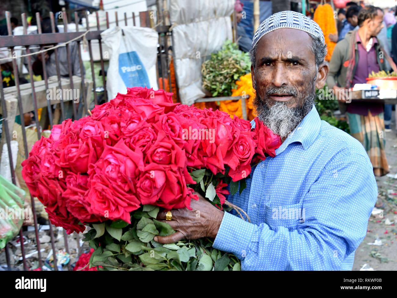 Valentines Day At Trader Rose >> 190212 Dhaka Feb 12 2019 Xinhua A Trader Holding Roses