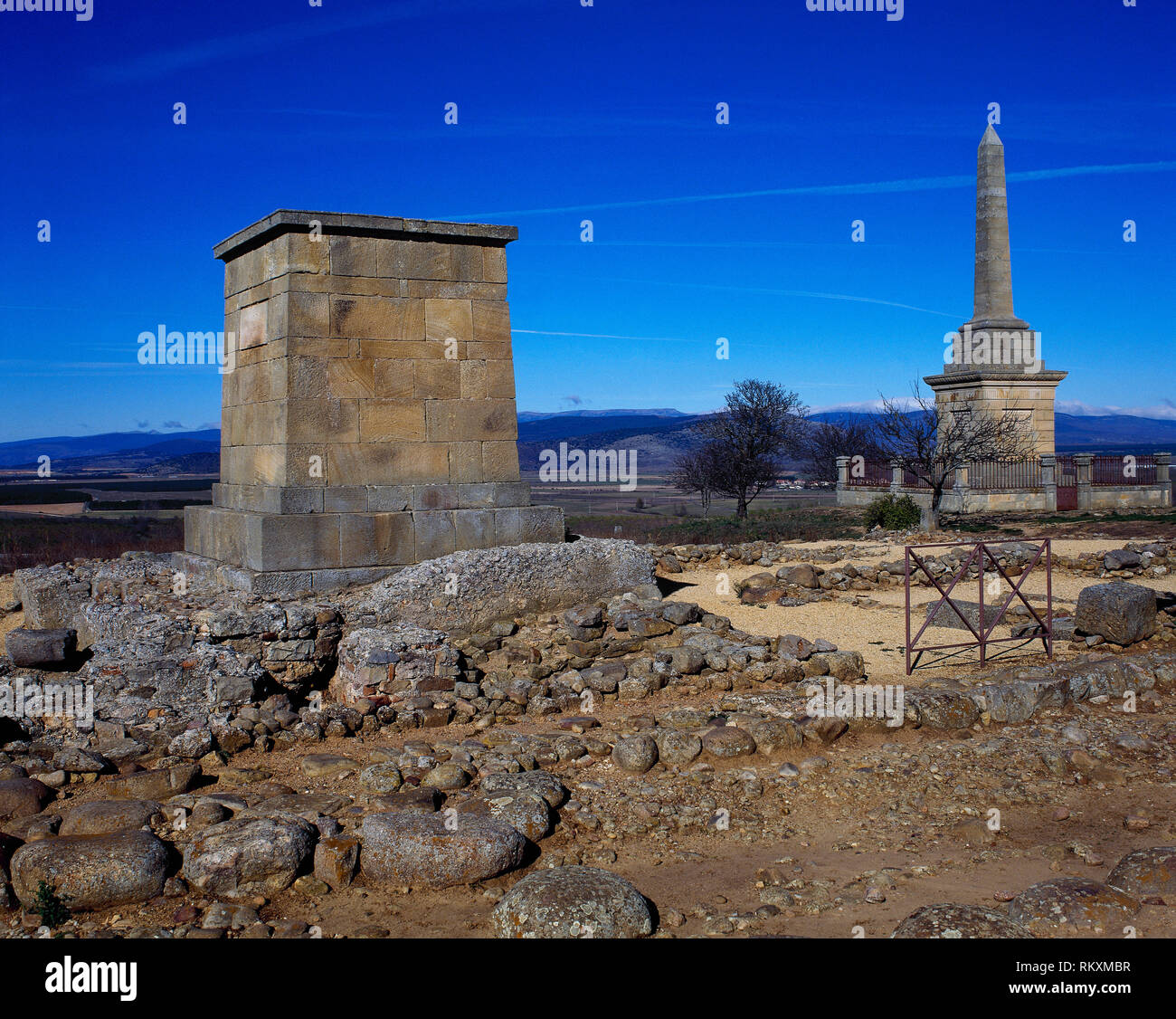 Spain. Numantia. Ancient Celtiberian town conquested by the Romans in 133 BC, during the Celtiberian Wars. It was abandoned in the 4th century AD. Ruins and the monolith of homage to the city, built by the Economic Society. Garray, province of Soria, Castile and Leon. - Stock Image
