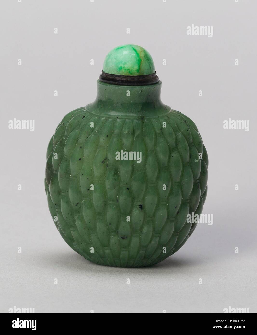 Spade-Shaped Snuff Bottle with Basketweave Patterns - Qing dynasty (1644-1911), 1770-1850 - China - Origin: China, Date: 1770-1850, Medium: Spinach Stock Photo