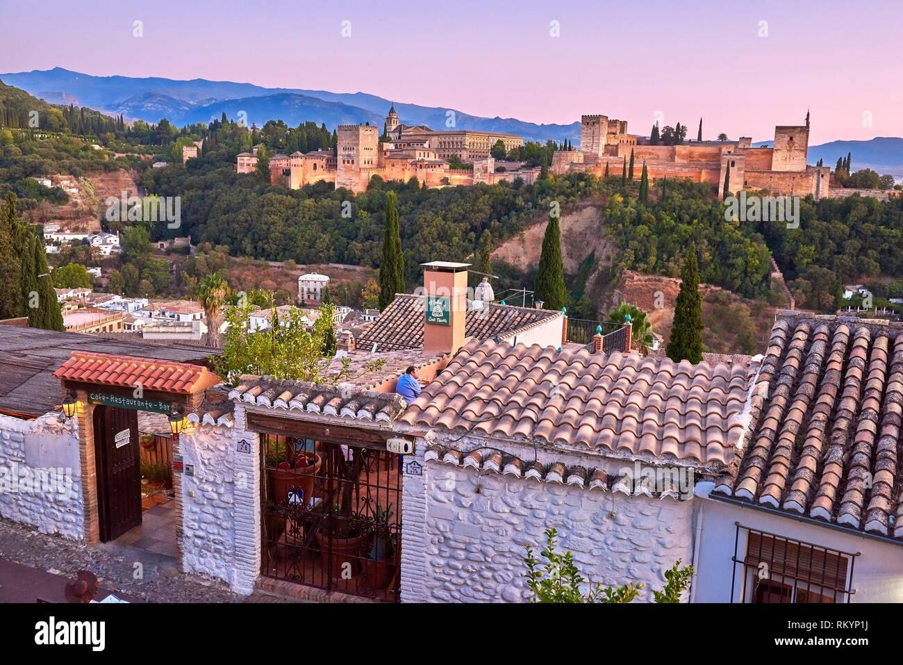 Alhambra, UNESCO World Heritage Site, Albaicin, Sierra Nevada and la Alhambra at Sunset, Granada, Andalusia, Spain. - Stock Image