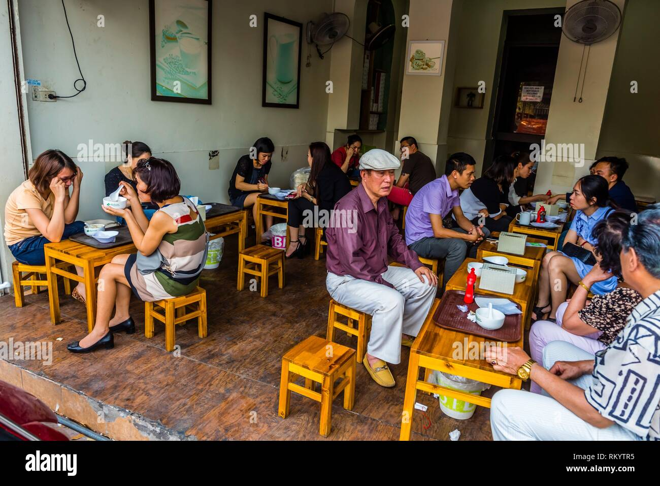 A small open air restaurant, Hanoi, northern Vietnam. - Stock Image