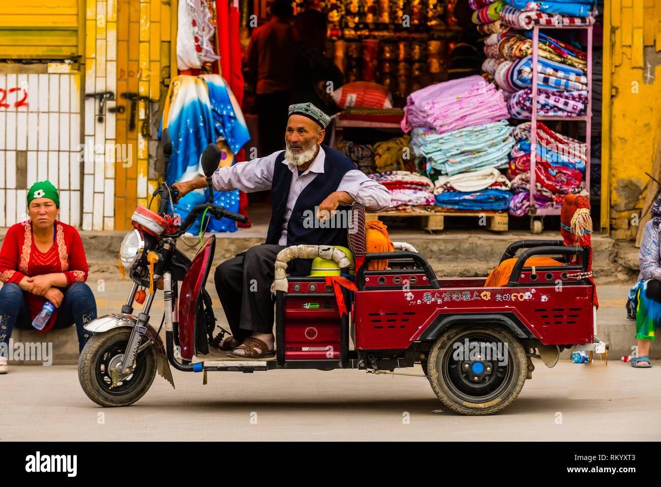 Three wheeled vehicle, Old Town,Yarkand, on the Southern Silk Road (it was an important caravan town), at the southern edge of the Taklamakan Desert. - Stock Image