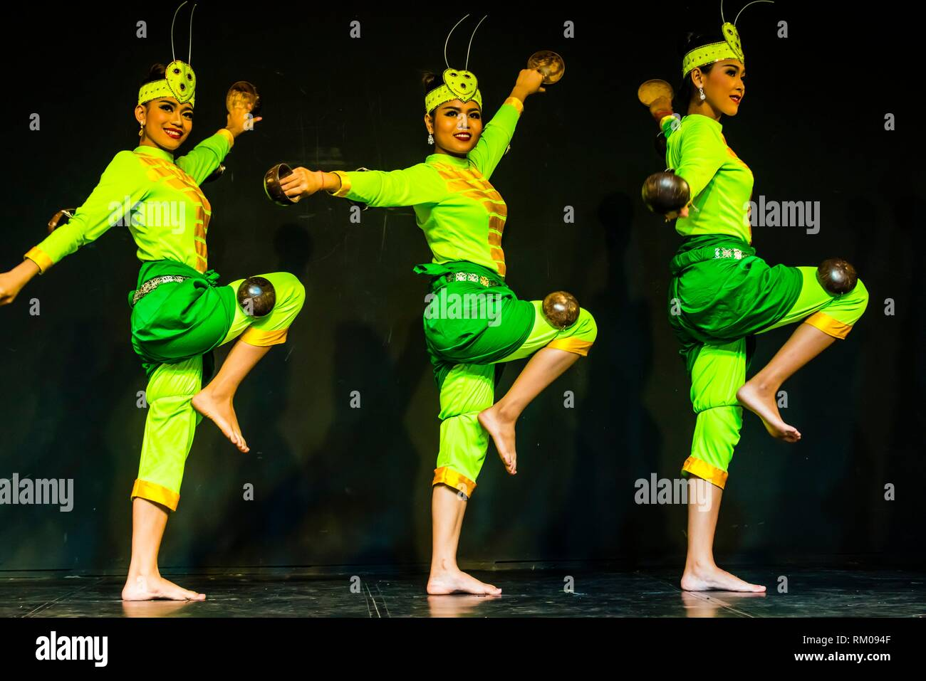 Praying mantis dance (Robam Kandob Ses). The gestures largely imitate the praying mantis and costumes are the color of the insect. Traditional dance Stock Photo