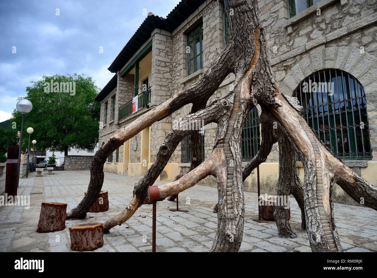 Artistic tree carving in Old Schools of Bustarviejo, Madrid, Spain. - Stock Image