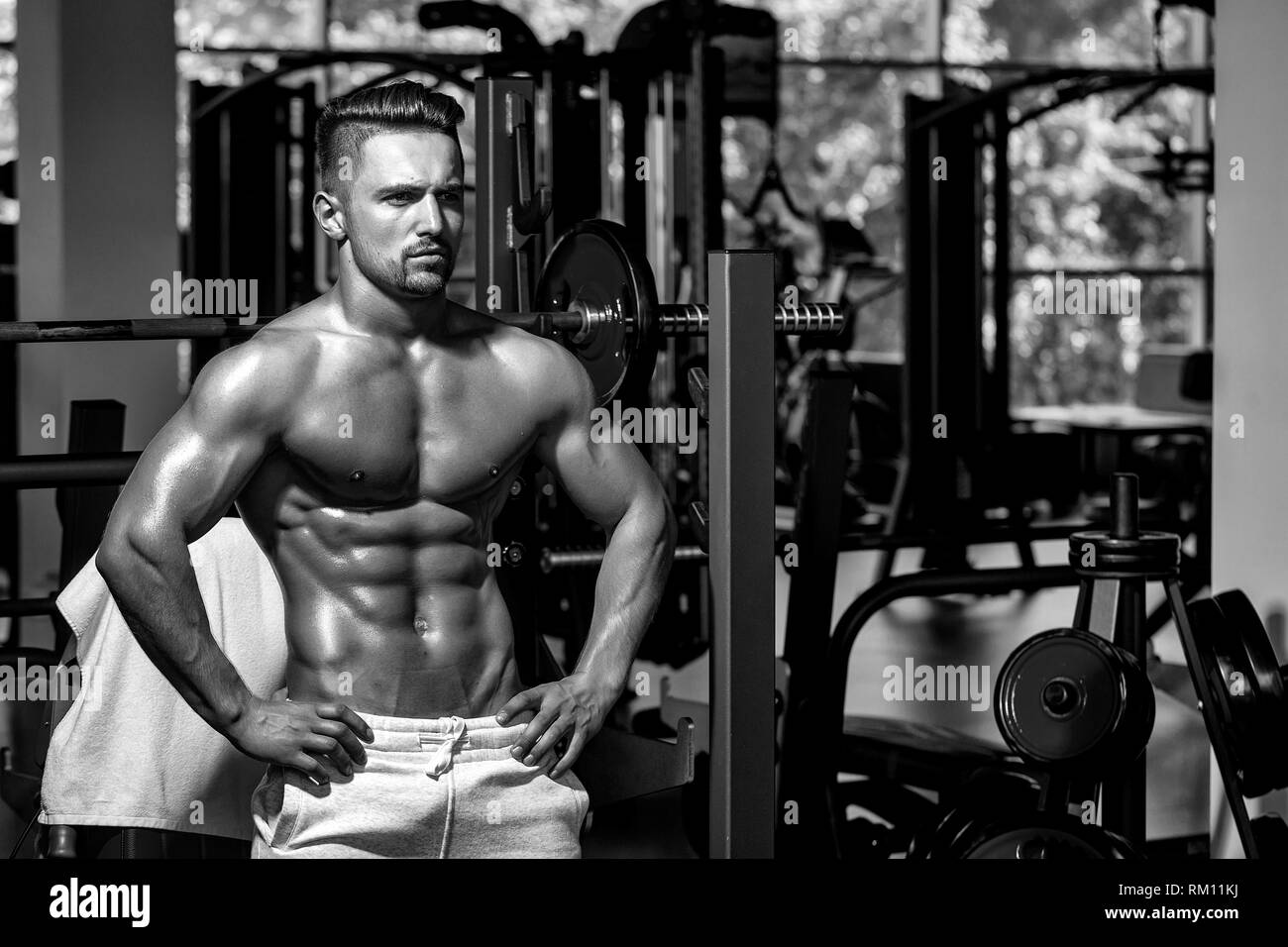 muscular man with barbell - Stock Image