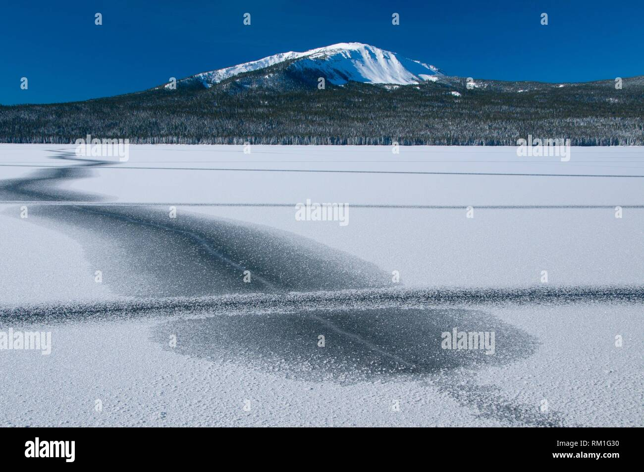 Mt Bailey with Diamond Lake in winter, Rogue-Umpqua National Scenic Byway, Umpqua National Forest, Oregon. - Stock Image