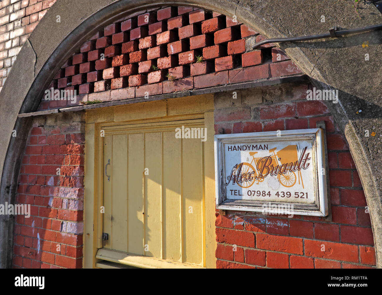 Handyman Alex Briault 07984-4395211, beachfront arches, Brighton, East Sussex, South East England, UK - Stock Image